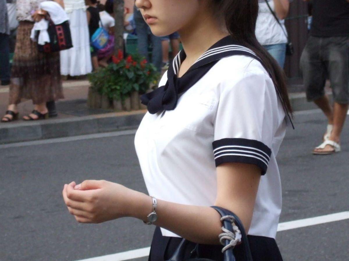 発育のいい女子学生 エロ