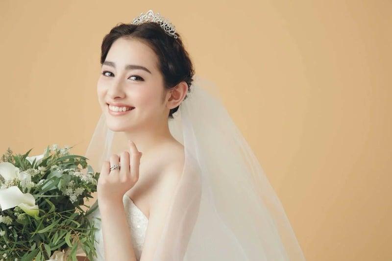 早見あかりが結婚発表!!ウェディングドレス姿が美しすぎる…。