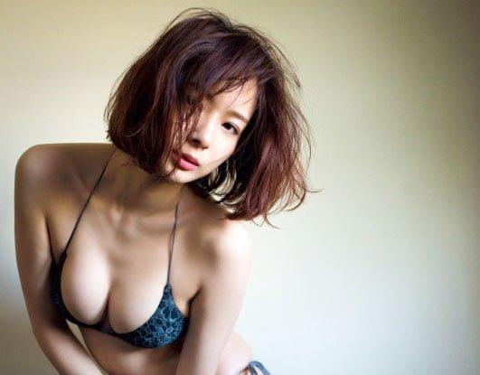 女流プロ雀士・岡田紗佳のグラビア写真集を大放出!!