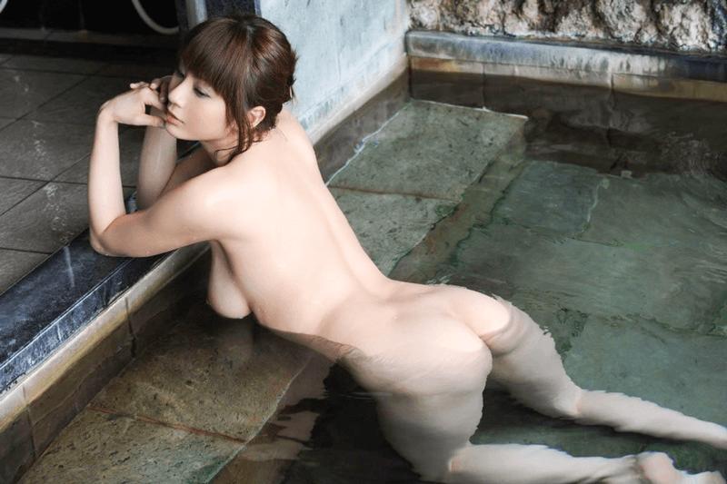 温泉で温まってる美女のエロ画像 110枚